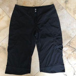 Athleta low rise dipper Capri black 6
